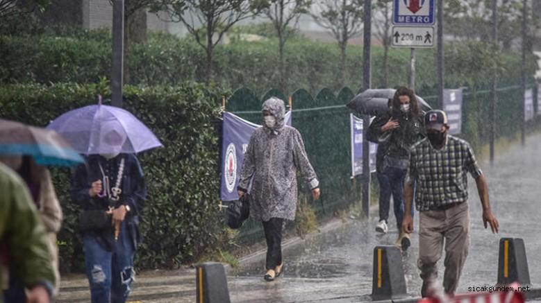İstanbul'da Sağanak Bir Anda Bastırdı Hayatı Olumsuz Etkiledi