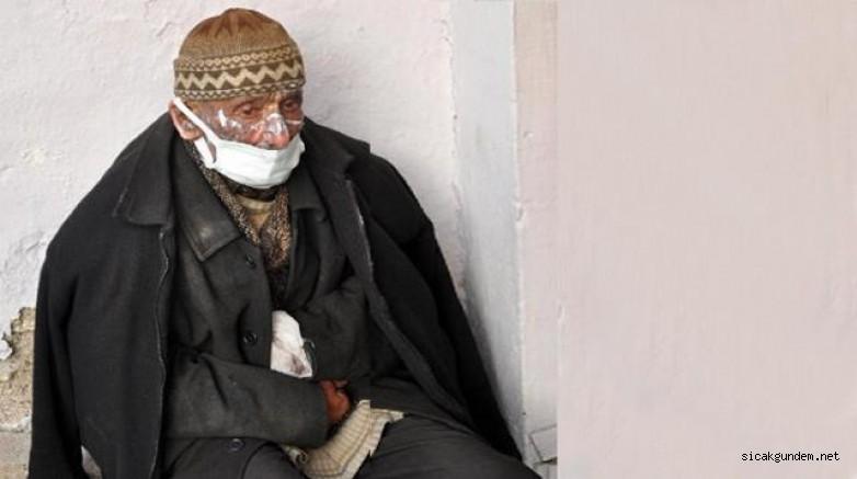 Yaşlı adam sobayı yakmak isterken evi yaktı. Hayat arkadaşını çıkan yangında kaybetti.